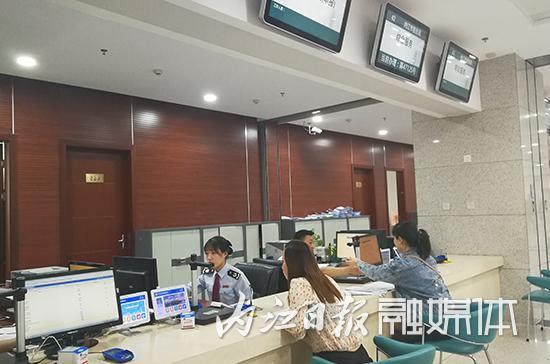 """内江积极解决好社会保险费服务""""最后一公里""""问题"""
