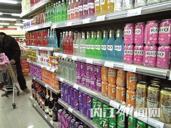 超市中饮品种类较多-品种多样化,饮品大打 健康牌