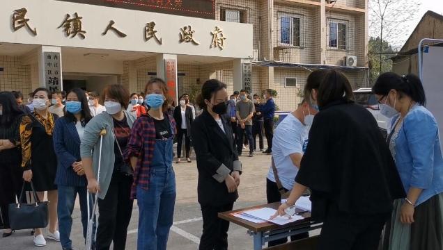内江经开区:全区脱贫攻坚帮扶部门责任人集体宣誓
